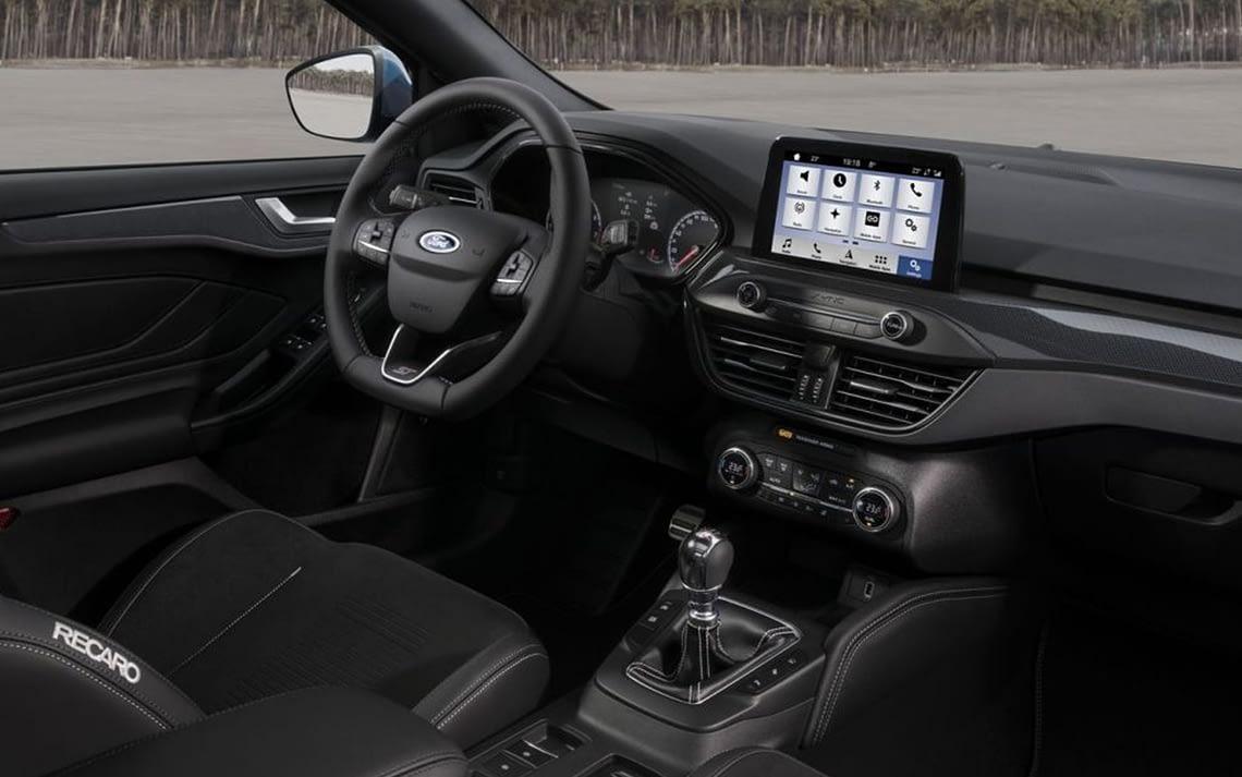 Autoradio compatible commande au volant Ford Focus