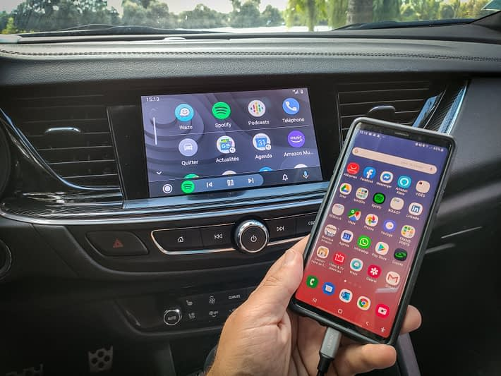 connexion autoradio et smartphone